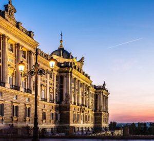 palacio donde viven los reyes de españa